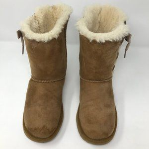 UGG Women/ Big Girl Chestnut 5 Bow Design Boots